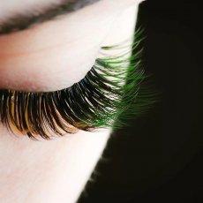 Наращивание ресниц / прически / макияж / брови