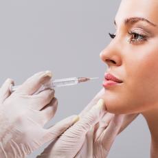Увлажнение и увеличение губ гиалуроновой кислотой
