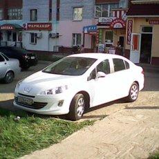 Белый автомобиль на свадьбу