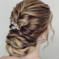 Прически и плетение кос
